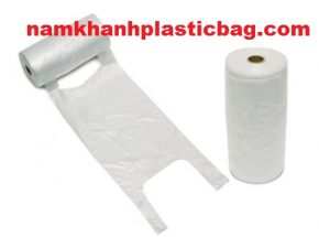 Plastic grocery star seal bag on roll